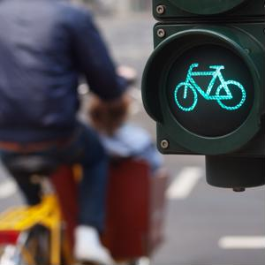 A new report shows that more people are getting on their bikes to get to work