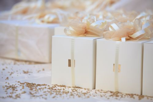 Pick up these winter-themed wedding favors.