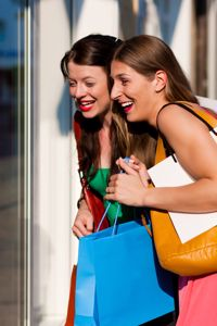 Canadians spending thousands a year on impulse shopping