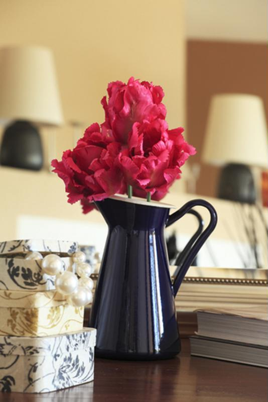 As an everlasting decorative piece for your home, article flowers are inexpensive and require little maintenance.