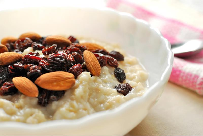 Porridge with nuts and fruit is a healthy breakfast food.