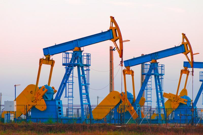 U.S. oil production is set to flatten in 2015.
