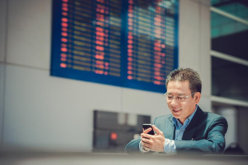 There are many travel apps that can help report expenses to employers or manage flight schedules on the go.