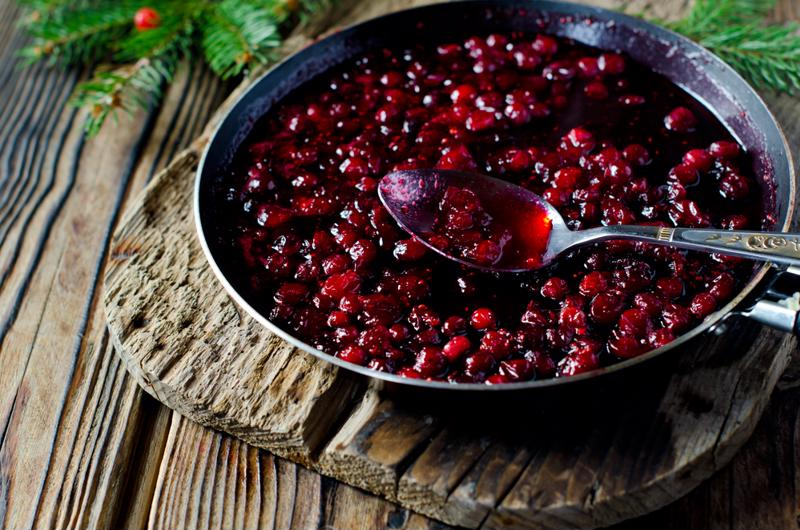 Cranberry sauce still tastes great after you seal it.