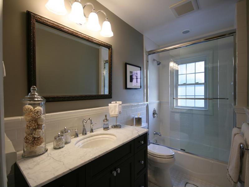 This bathroom remodel is a perfect example of excellent spacing.