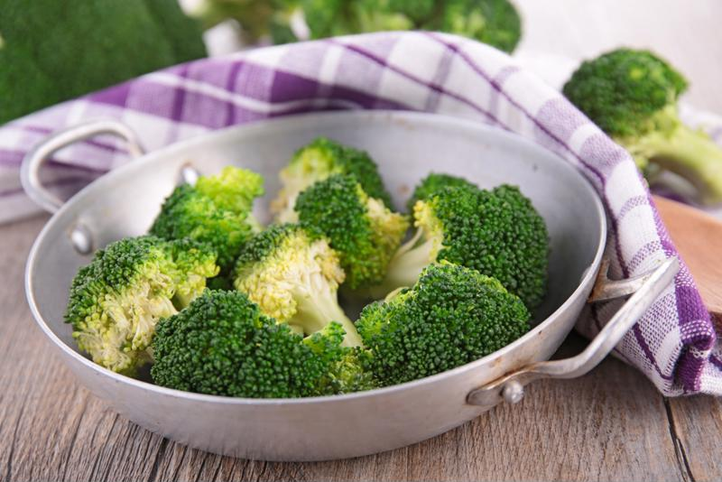 Spice up broccoli with tasty, tender chicken breasts and wholesome quinoa.