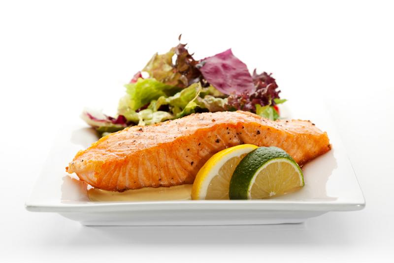 Grilled salmon is easy to make and offers a wide range of health benefits.