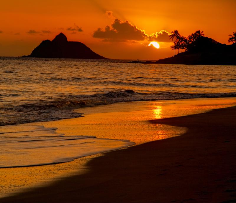 Nothing screams gorgeous quite like a sunset on the beach in Oahu.