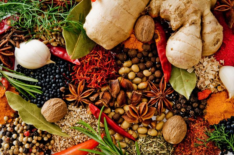 There are a number of health benefits to seasonal winter spices.