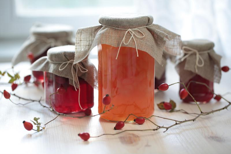 Tie a festive string around your slow-cooked jam and give it as a gift this season.