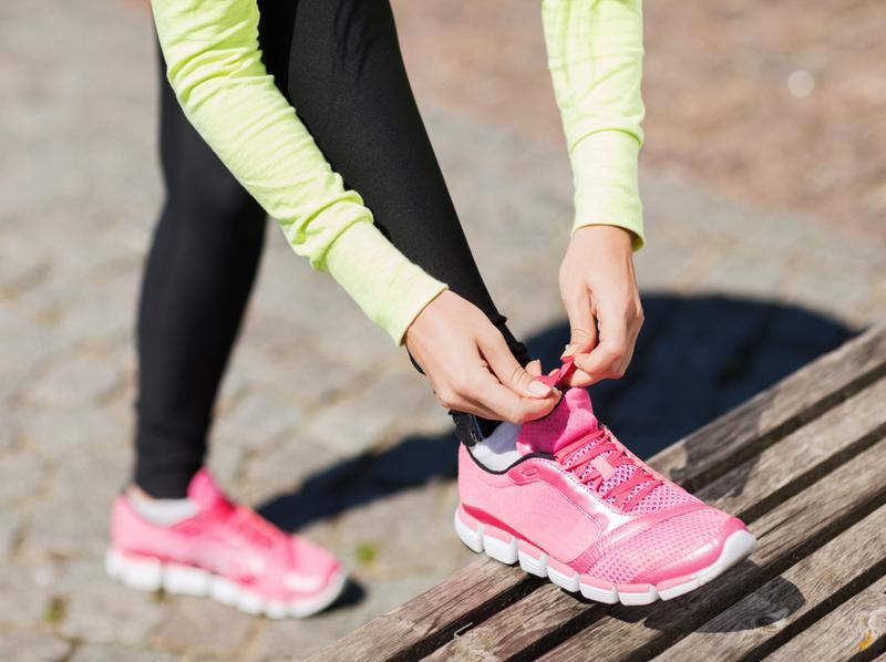 Es importante elegir las zapatillas deportivas con prudencia y optar por el apoyo y la comodidad en el aspecto.