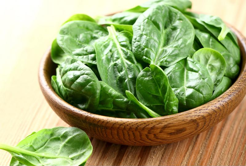 Fresh spinach protects the cardiovascular system, lowers high blood pressure and helps to maintain brain function.