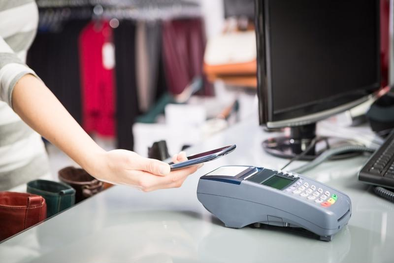 Experts believe companies will do more to boost mobile payment use in 2017.