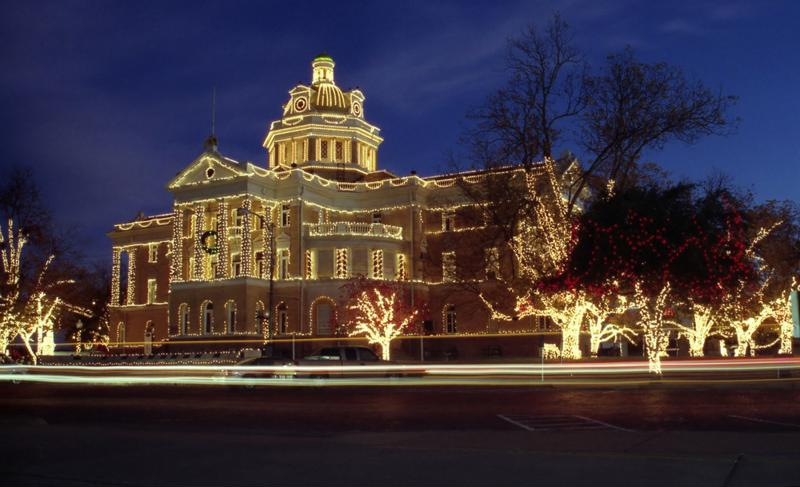 the marshall courthouse just east of dallas has an impressive christmas lights display