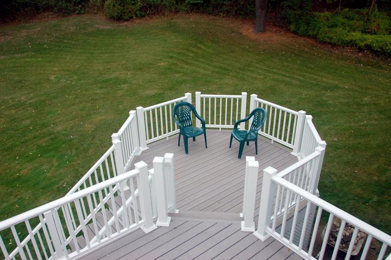 Composite decking always compliments a backyard.