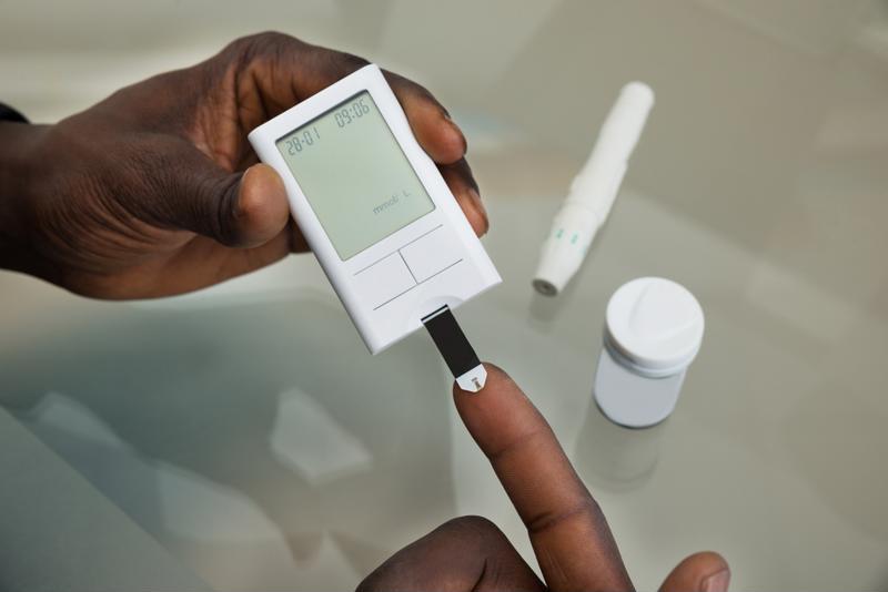 diabetes prick to measure blood sugar