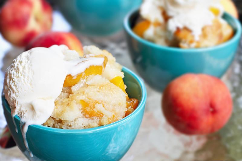 You can easily serve this peach graham cracker upside-down cake into bowls from the lift and serve hinged lid slow cooker.