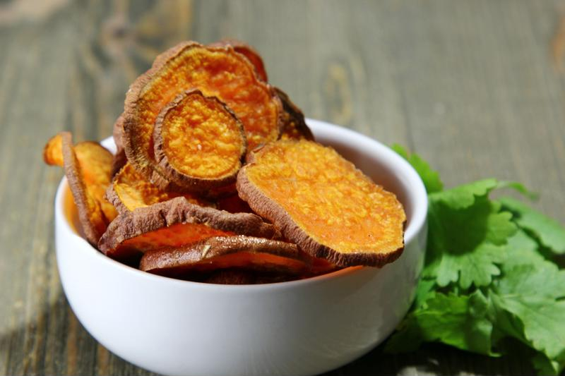 """sweet-potato-crisps-2.jpg""sweet potato crips with dip"