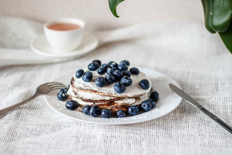 Use arándanos frescos o congelados para crear este plato.