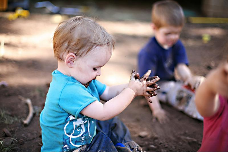 Playing with mud can boost your toddler's brain function!