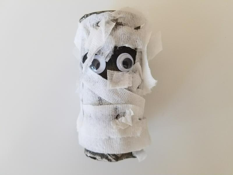 This mummy is my favorite craft of the bunch - simply adorable!
