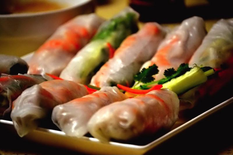 Goi cuon is a Vietnamese spring roll packed with tasty meat, seafood and veggies.