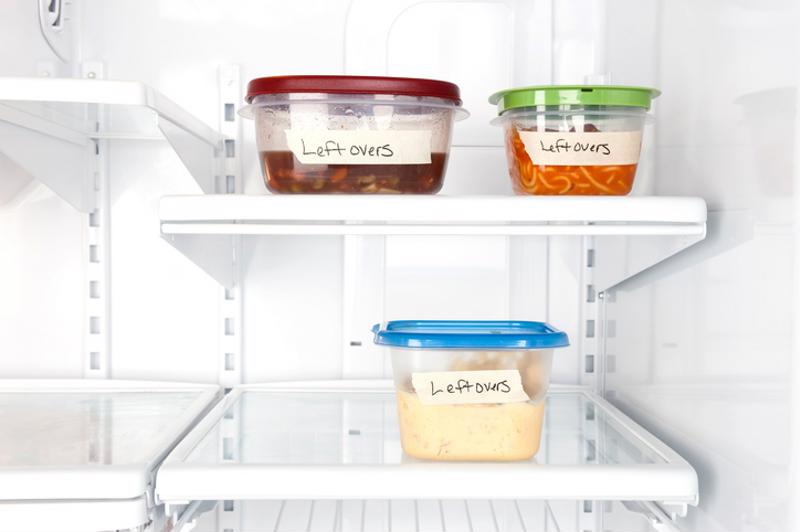 Food containers with labels
