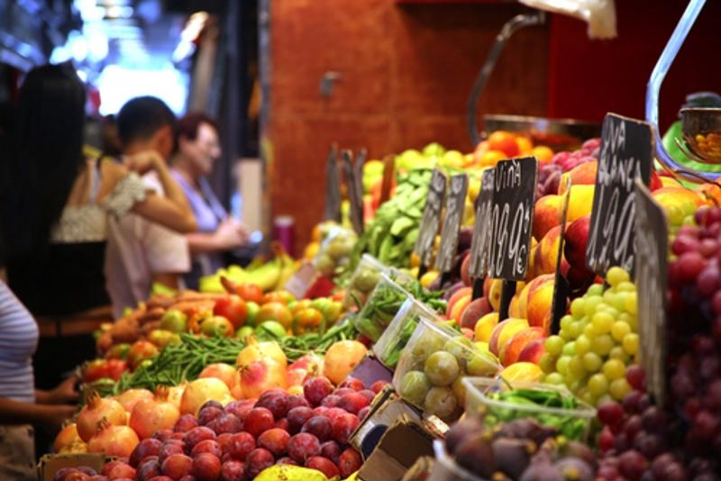 Eating more fruits and vegetables everyday promotes longevity.